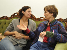 Échanges sur le cancer du sein au salon Joséphine, quartier de la Goutte d'Or © Cpam Paris – Brigitte Postec