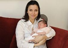 Un retour à domicile après un accouchement© Cpam Paris – Brigitte Postec – février 2013