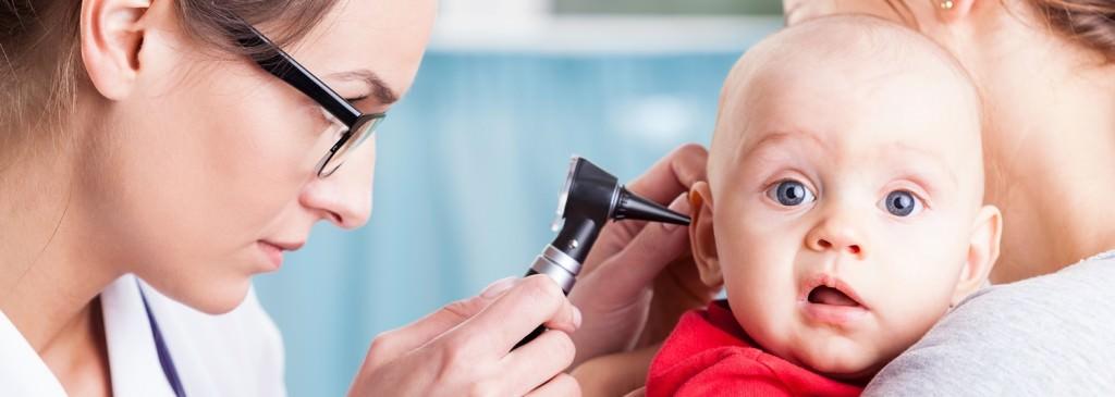 médecin-examen bébé otoscope_Fotolia_79719976_Photographee.eu